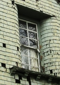 decrepit-window-1438561-m