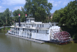 paddle-steamer-1421737-300x202
